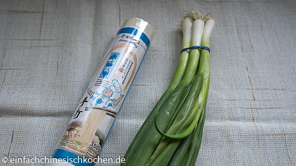 Chinesische Nudeln mit Frühlingszwiebel-Öl 葱油面