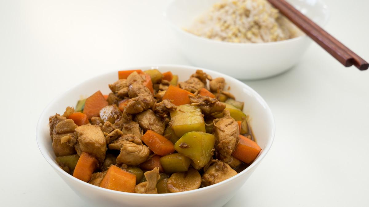 酱爆鸡丁-Hähnchen Würfel mit Peking Sauce